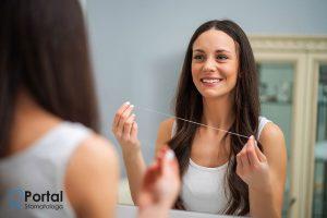 Jak nitkować zęby?